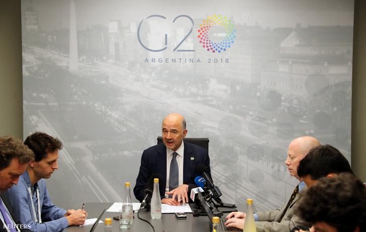 Pierre Moscovici, az európai gazdasági és pénzügyekért felelős biztos Buenos Airesben, a G20 találkozó sajtótájékoztatóján