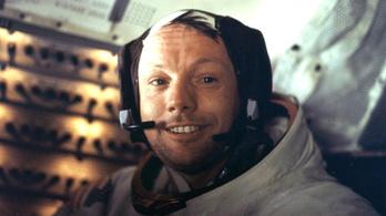 Elárverezik Neil Armstrong emléktárgyait