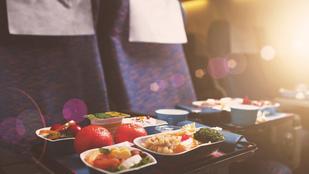 A légiutas-kísérők elárulják, mit ne egyél soha a repülőn