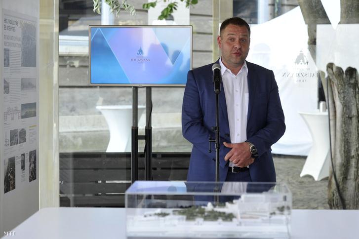 Guller Zoltán a Nemzeti Turisztikai Ügynökség vezetője a budai Vár rekonstrukcióját célzó Nemzeti Hauszmann Terv Információs Pontjának megnyitóján