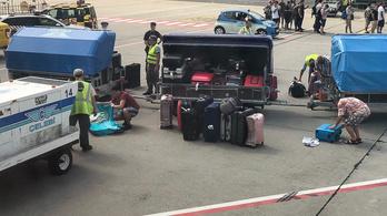 Miért engedték gépre szállni a Ryanair utasait, miután turkáltak a feladott bőröndjeikben?