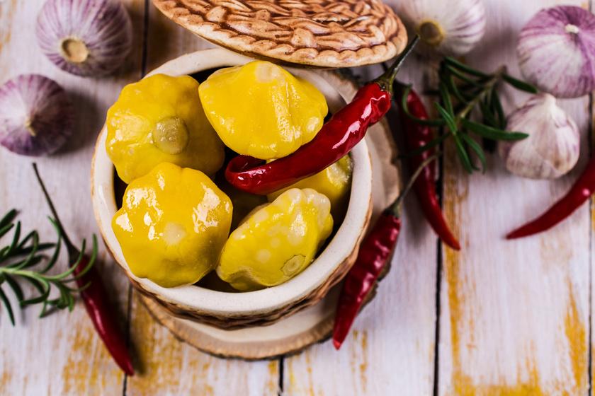 Roppanós patisszon fűszeres ecetben eltéve - Remek savanyúság akár télire is