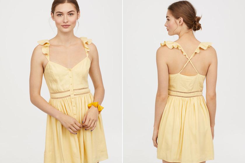 Most egyértelműen a citromsárga a legdivatosabb, nem is beszélve a fodrokról. Ezért is tökéletes a H&M hátul pántos ruhája, mely varrásának köszönhetően a kebleket is hangsúlyozza. 9990 forintért veheted meg.