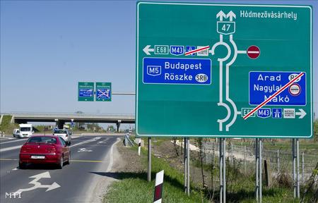 Az M43-as autópálya és a 47-es számú főútvonal csomópontja.