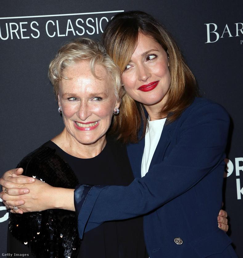 Hollywoodban hétfő este volt a The Wife (A feleség) című film premierje, amin a főszereplő, Glenn Close is részt vett, többek között Rose Byrne színésznővel együtt