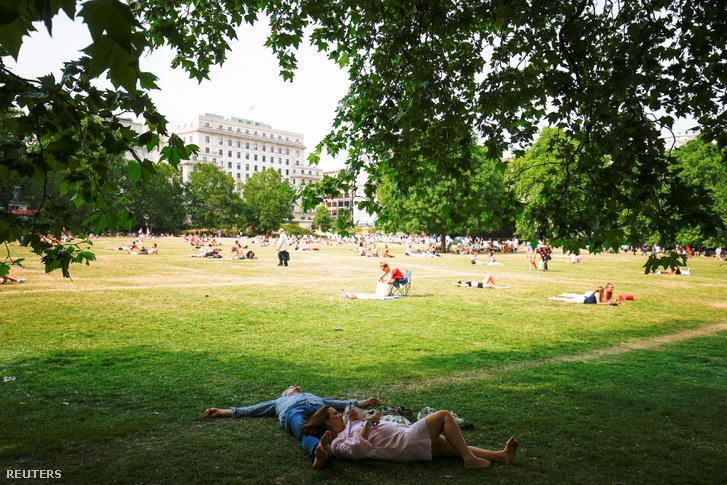A londoni Green Parkban hűsöl, akinek lehetősége van rá