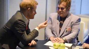 Elton John az AIDS ellen küzd Harry herceg oldalán