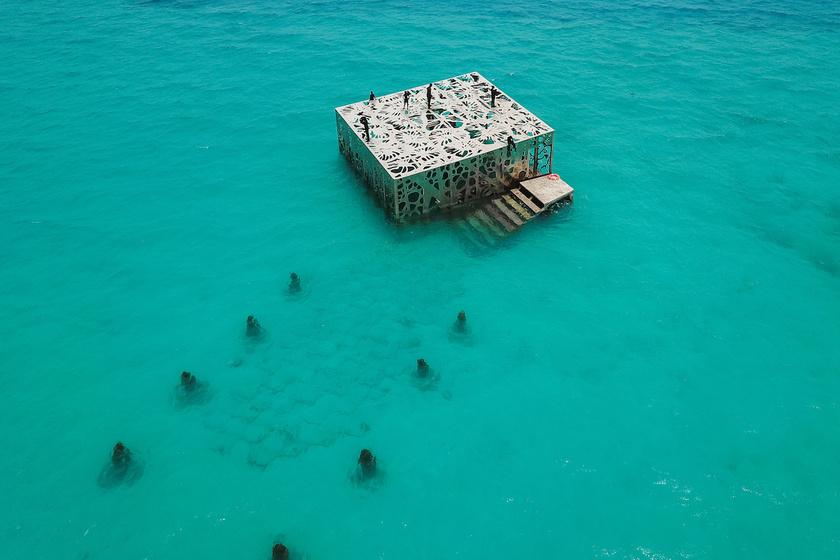 - A Coralariumot, mondhatni, egy fordított állatkertnek terveztem, ahol a tengeri élőlények rácsodálkozhatnak a rácsok mögött lévő turistákra.
