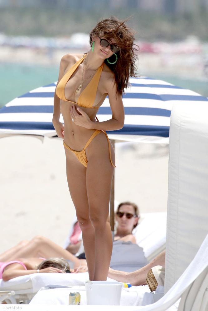 Ki az, aki így ácsorog a strandon?