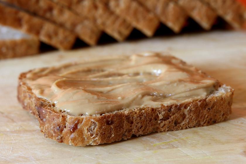 mogyorovajas-kenyer