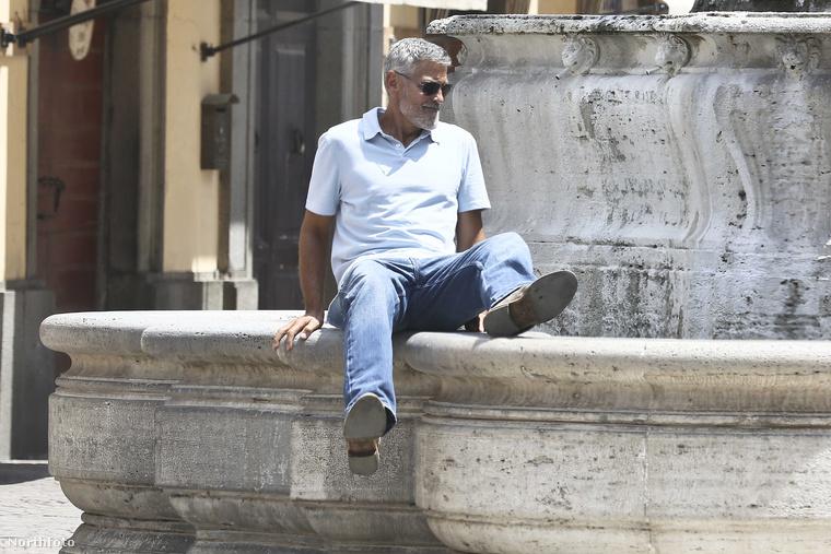 Nézze csak, milyen atletikusan mozgolódik ez a George Clooney!