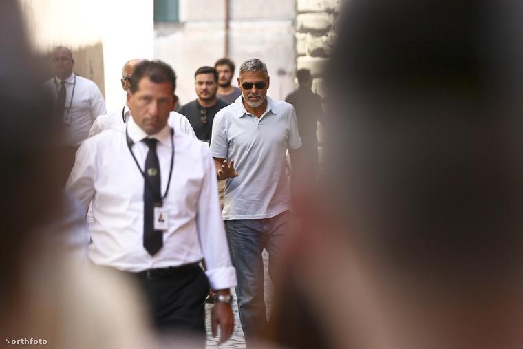 Akárhogy is számoljuk, épphogy két hete érte súlyos autóbaleset George Clooney-t az olaszországi Szardínián, ahol a Catch-22 című minisorozat forgatása miatt tartózkodott (és tartózkodik azóta is)