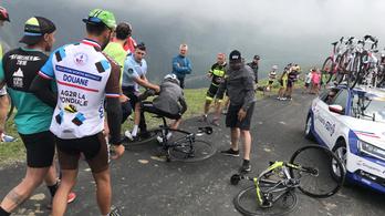 Froome-ot leszedte a csendőr a bicikliről