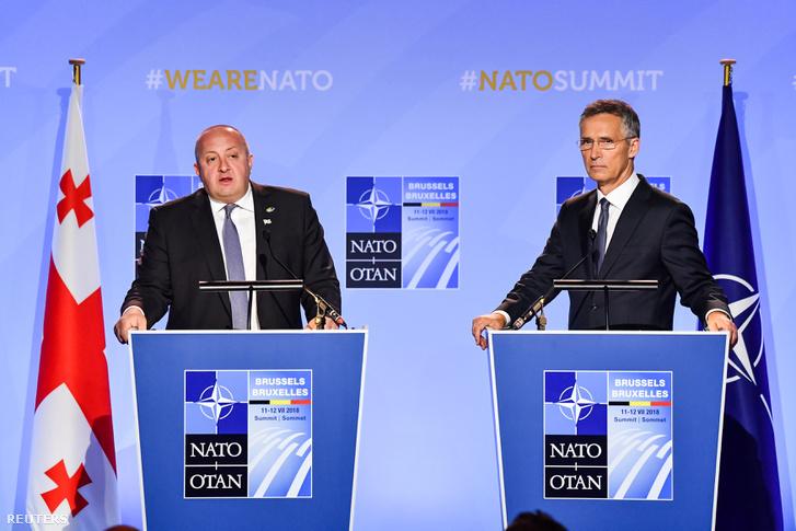 Giorgi Margvelasvili grúz elnök és Jens Stoltenber NATO-főtitkár Brüsszelben 2018. július 12-én