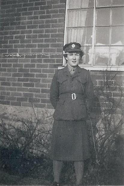 Albert és Phyllis 1946-ban találkoztak először Londonban, amikor mindketten őrmesterként szolgáltak a seregben.