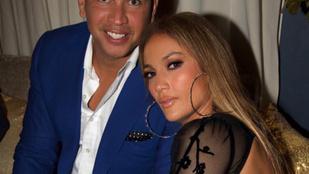 Hatalmas gyémánt jelent meg Jennifer Lopez gyűrűsujján