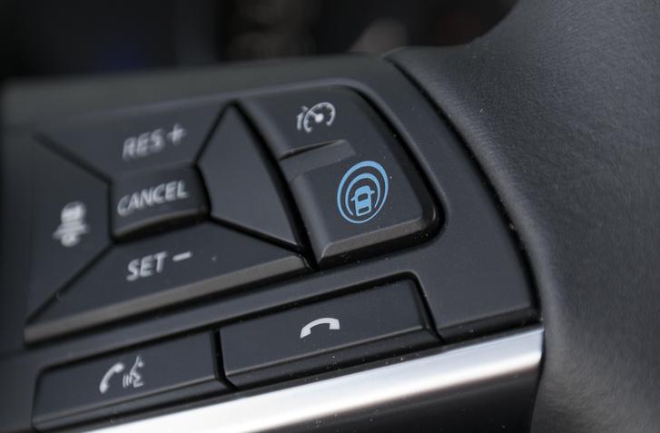 """A """"hagymába foglalt autó"""" gomb kapcsolja be a Propilot funkcióit"""
