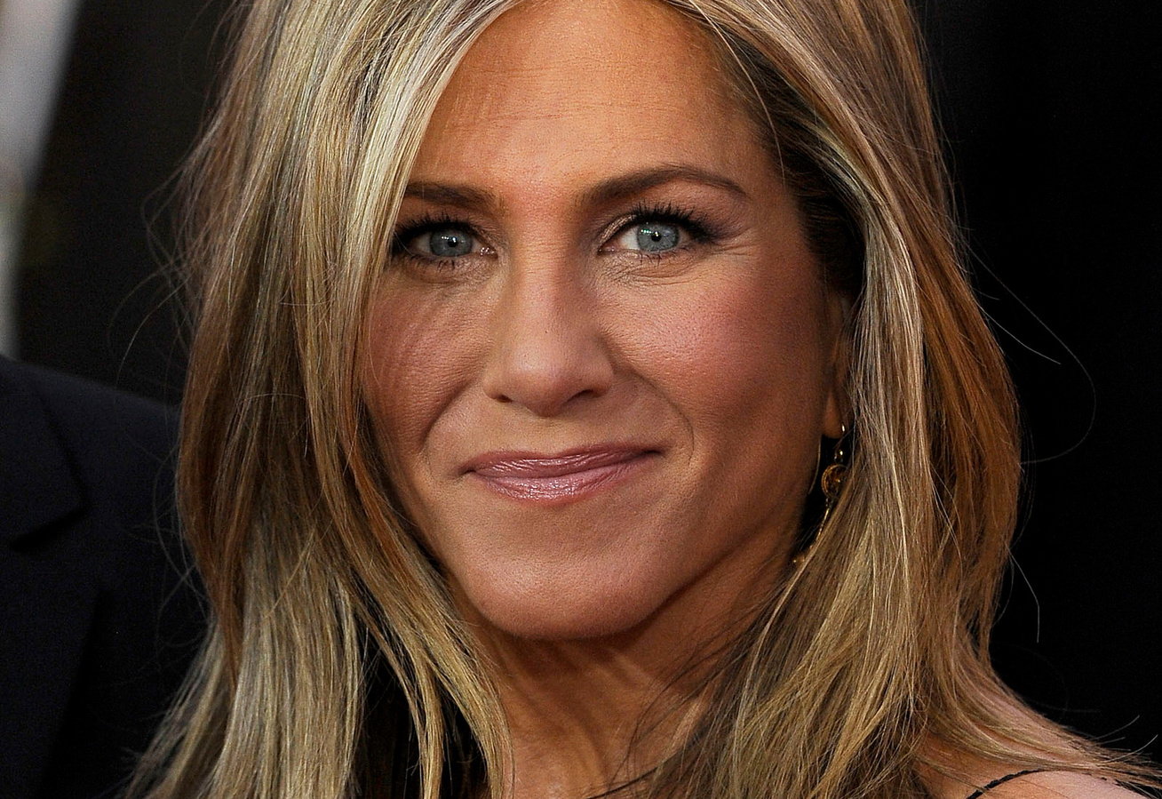 jennifer-aniston-miniruha-cover