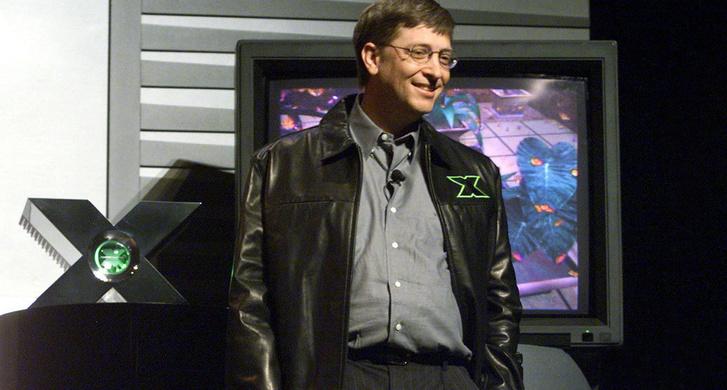 Bill Gates a 2000-es GDC, háttérben a prototípus