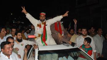 Imran Hán egykori krikettsztár pártja győzött a pakisztáni választáson