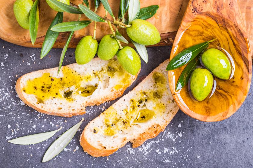 Kelesztés nélküli, mediterrán kenyér: sonkával és sajttal az igazi