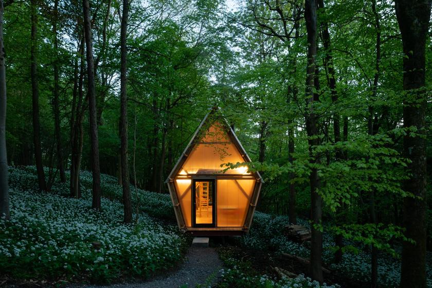 Az erdő közepére tervezték a minigarzont: hiába pici, azonnal beköltöznénk