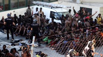 602 menekült jutott át a határkerítésen Marokkóból spanyol területre