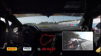 Videón a Lamborghini Porsche-verő nürburgringi köre