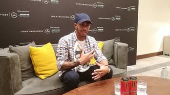 Hamilton: A Ferrari-csata szintet lépett