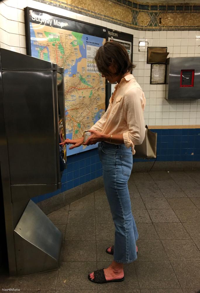 Míg már nem is olyan titkos pasija, Jamie Foxx magyar mezben parádézik, Katie Holmes embermódjára közlekedik a New York-i metróban