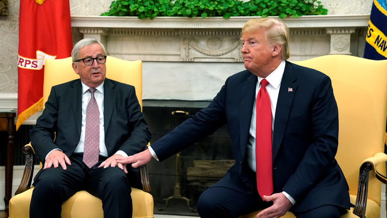 Juncker vitt egy kis nyugtatót Trumpnak, és időt nyert