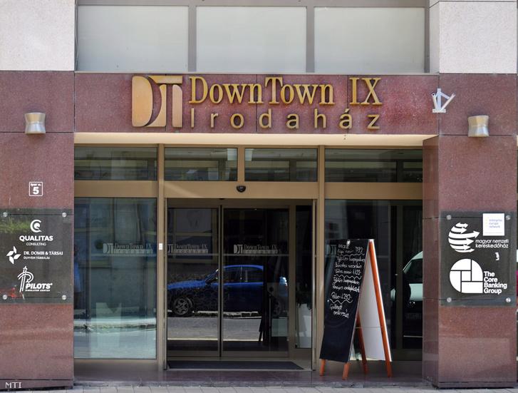 A Down Town IX Irodaház bejárata, ami többek között a Magyar Nemzeti Kereskedőház Zrt. és a The Core Banking Group székhelye is.