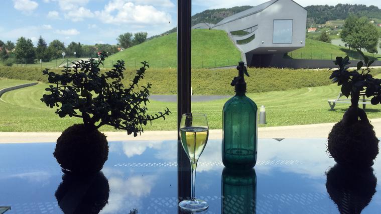 Megnéztük, hol készül a világbajnok magyar pezsgő