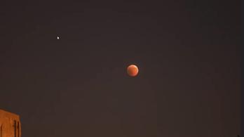 Néhány magyar városból lehetett csak látni a holdfogyatkozást