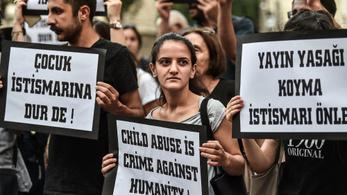 Gyereket rabolt, halálra verték a török férfit