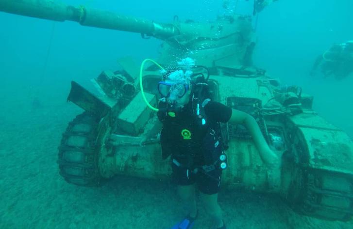 Már a víz alatt a libanoni búvárokkal