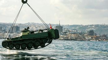Tankokat és páncélosokat süllyesztettek a tengerbe Libanon partjainál