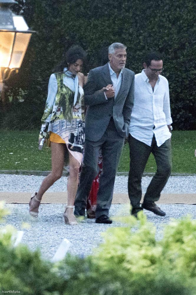Nehéz nem arra figyelni, hogy Amal Clooney mennyire rövid szoknyát választott a vacsorához.