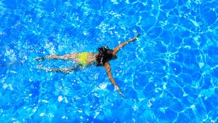 Valóban begörcsölsz és megfulladsz, ha evés után úszni mész?