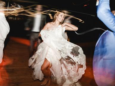 Ön is inkább felgyújtaná az esküvőjét, minthogy ezekre a számokra kelljen buliznia?