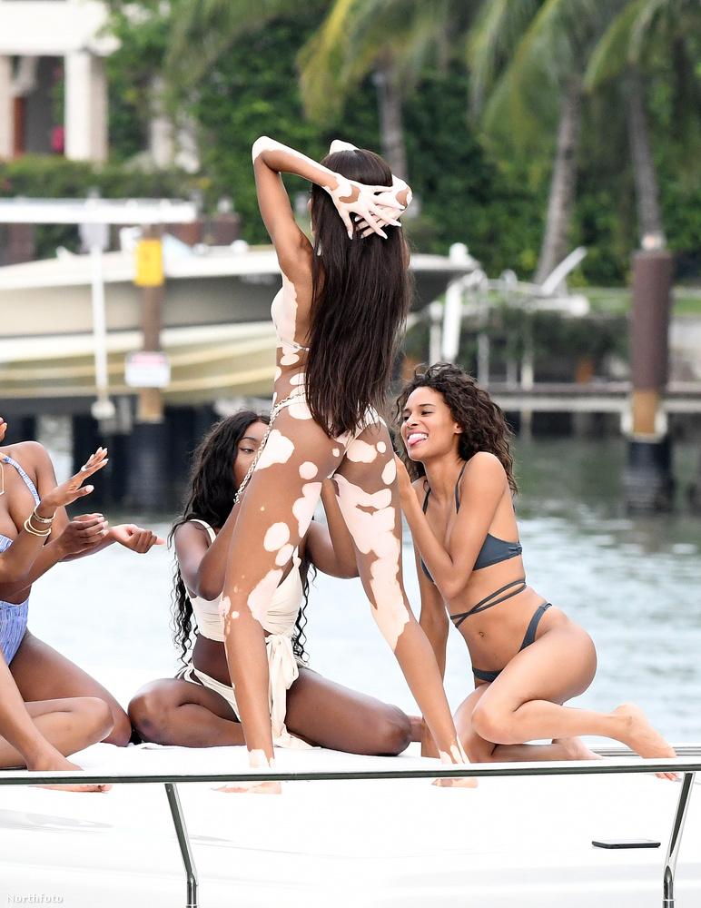 Egyébként nem akárkinek a kis csónakján pózolgatott ilyen hevesen, hanem a milliomos klubtulajdonosén, David Grutmanén