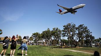 Titokban megfigyelik a repülők utasait Amerikában