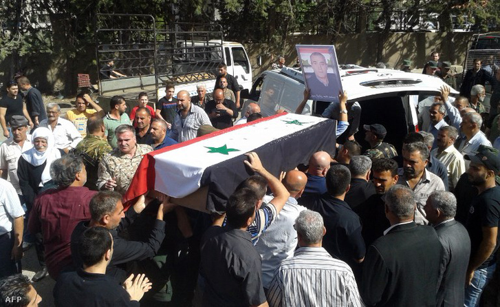 Gyászoló tömeg egy robbantásos merénylet után temetésen 2018 július 26-án