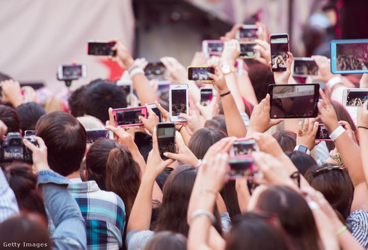 Ariana Grande New York-i koncertjét élőzik a rajongók
