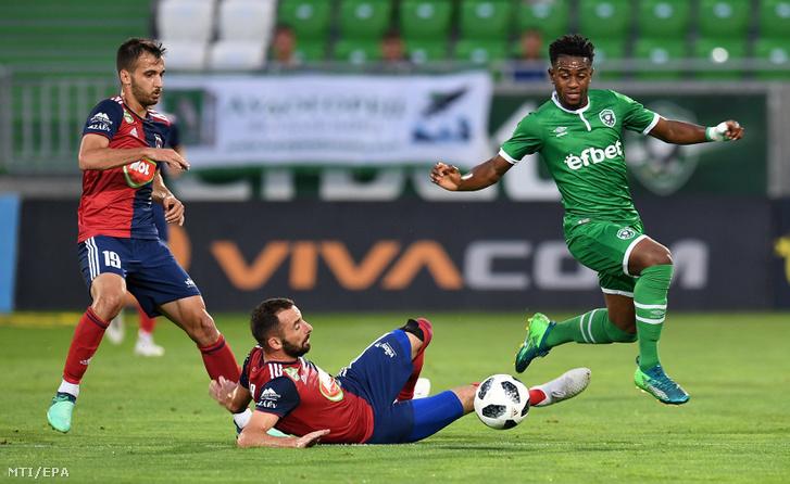 Fiola Attila (k) és Boban Nikolov (b) a Vidi FC illetve Virgil Misidjan a Ludogorec Razgrad játékosa Razgradban 2018. július 25-én.
