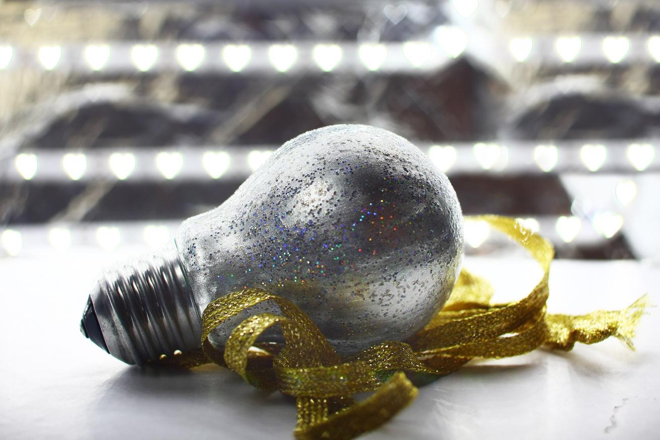 lámpaizzó villanykörte diy karácsonyi csillogós