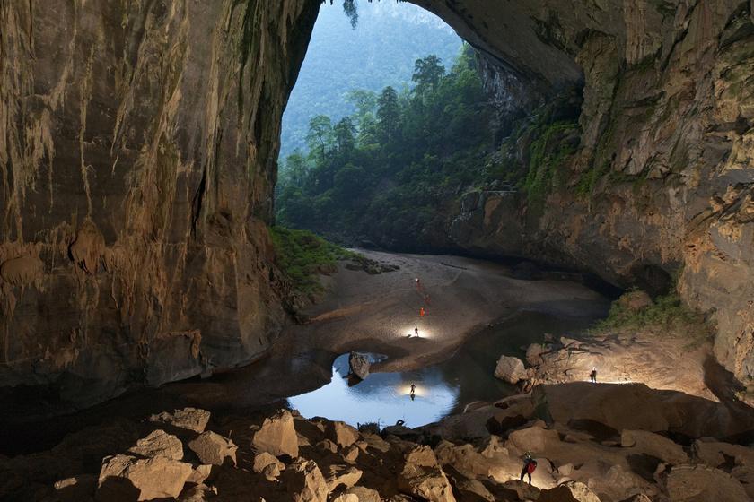 A farmernek fogalma sem volt, mekkora felfedezést tett, egészen 2006-ig, amikor találkozott a Brit Barlangkutató Egyesület tagjaival, akik éppen expedíción voltak a Vietnami-hegységben, ahol felderítetlen barlangokat kerestek.