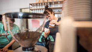 Kávézót nyit Budapesten a Vöröskereszt. Nem is akármilyet!