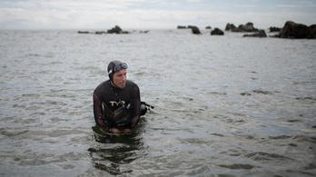 A táv tizedéig sem jutott a Csendes-óceán átúszására készülő férfi