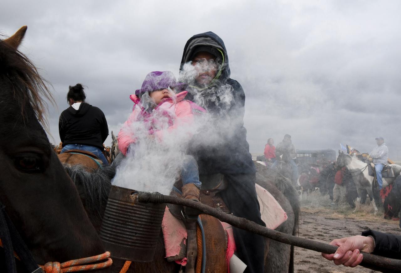 A lovakat és a lovasokat és a szent növénynek tekintett zsályával füstölik meg indulás előtt.